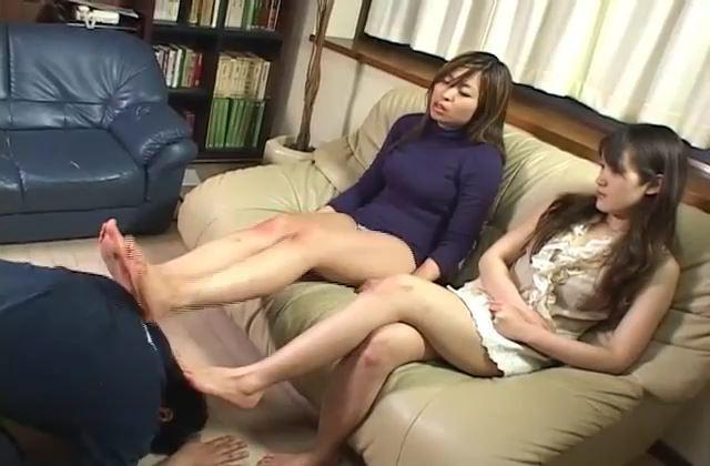 淫乱な若妻が不倫相手と自宅で濃密セックス