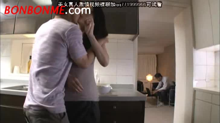【井上綾子】四十路スレンダー貧乳美熟女人妻が息子といちゃついていたら旦...