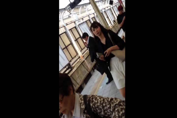 【盗撮動画】超絶お宝パンチラ!柏木由紀(ゆきりん)を清楚系にした美人JDのスカートを捲りパンティ捕獲w